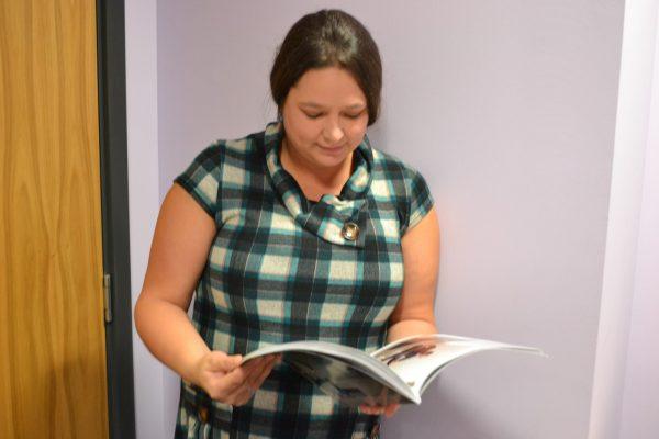 Colette reads a magazine