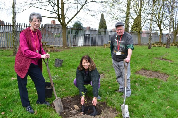 MP Valerie and volunteers planted trees